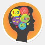Niño de cerebro etiqueta redonda