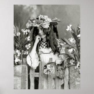 Niño de flor delante de su Time, 1902 Póster