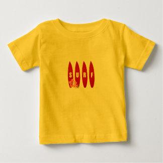 Niño de la camiseta de las tablas hawaianas
