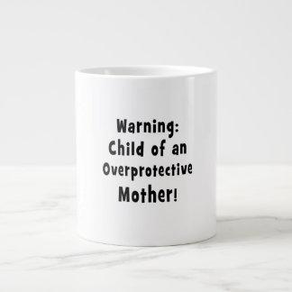 niño de la madre sobreprotectora black.png tazas extra grande