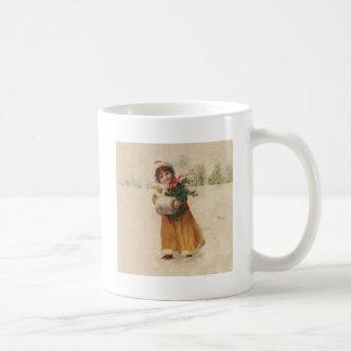 Niño de la nieve del vintage en capa amarilla taza