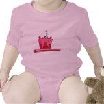 Niño de la torta del rojo y del rosa trajes de bebé