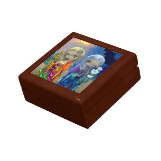 Niño de Sun y caja de regalo del niño de luna