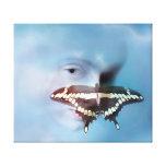 Niño del añil y la mariposa lona envuelta para galerías