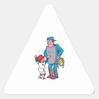 niño del béisbol que discute con el árbitro pegatina triangular