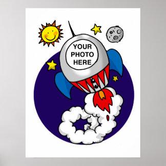 niño del espacio del cohete - añada su propia foto posters