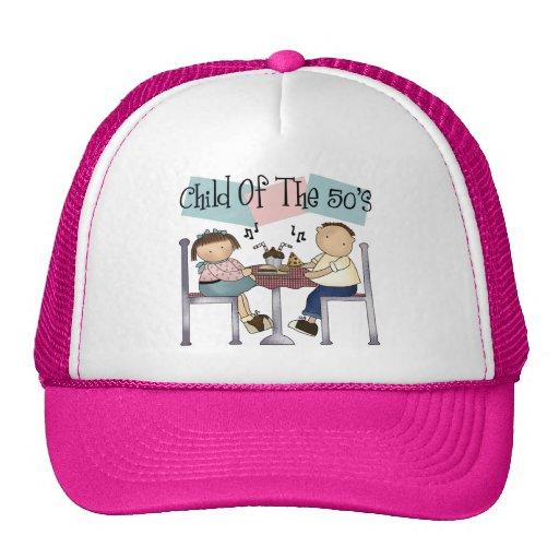 Niño del gorra de los años 50