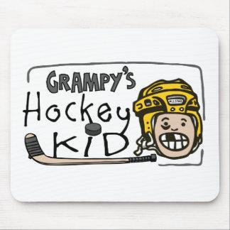 Niño del hockey de Grampy Mouse Pads