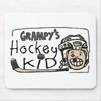 Niño del hockey de Grampy Alfombrilla De Ratones