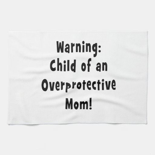 niño del negro sobreprotector de la mamá toalla de cocina