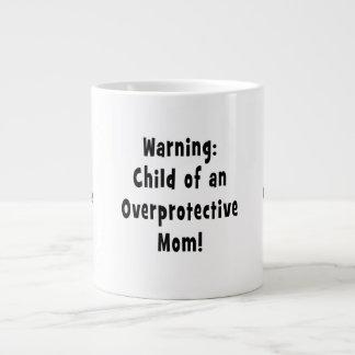 niño del negro sobreprotector de la mamá tazas jumbo