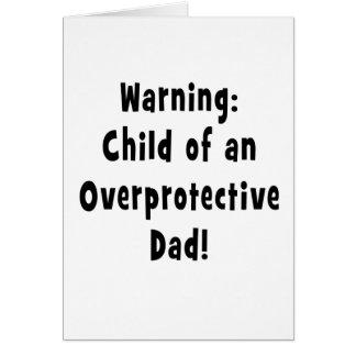 niño del negro sobreprotector del papá tarjeta de felicitación