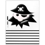 Niño del pirata tablero blanco