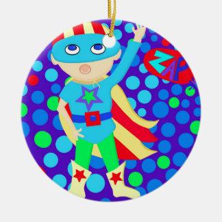 Niño del superhéroe ornamente de reyes