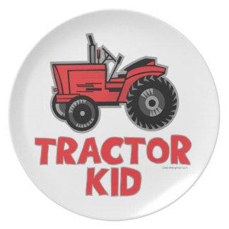 Niño del tractor platos