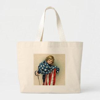 Niño del vintage con el bolso de la bandera bolsa tela grande