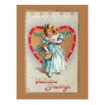 Niño del vintage con el corazón de la tarjeta del postal
