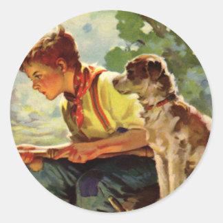 Niño del vintage pesca del muchacho con su Mutt d Etiqueta