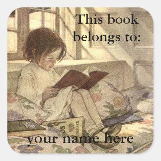 Niño del vintage que lee un Bookplate del libro Pegatina Cuadrada