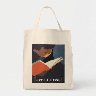 Niño del vintage que lee un libro de la biblioteca bolsas