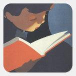 ¡Niño del vintage que lee un libro, de nuevo a Calcomanías Cuadradas