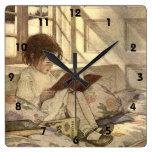Niño del vintage que lee un libro, Jessie Willcox  Relojes De Pared
