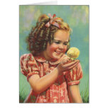 Niño del vintage, sonrisa feliz, chica con el tarjeta de felicitación
