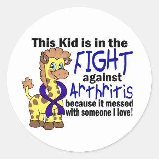 Niño en la lucha contra artritis pegatina redonda