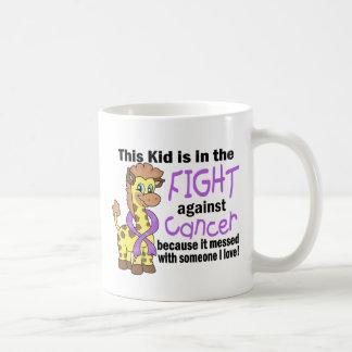Niño en la lucha contra cáncer taza básica blanca