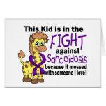 Niño en la lucha contra sarcoidosis tarjeton