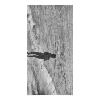 Niño en la playa tarjeta fotografica personalizada