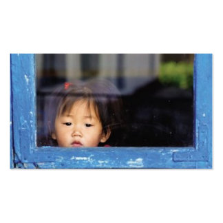 Niño en la ventana tarjetas de visita