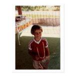 Niño en rojo postal