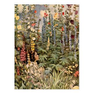 Niño en un jardín tarjeta postal