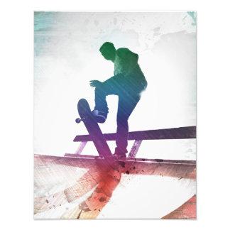Niño enrrollado del patín del skater cojinete