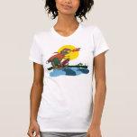Niño fresco del dinosaurio en el monopatín por camiseta