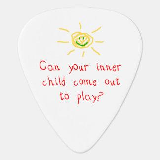 Niño interno plumilla de guitarra