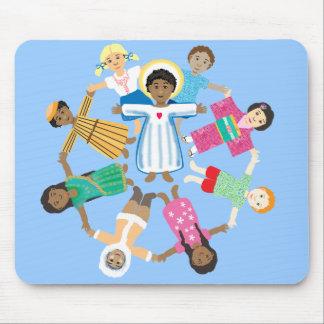 Niño Jesús con los niños de todas las naciones Alfombrillas De Ratón