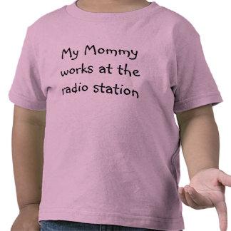 NIÑO - la mamá trabaja en la estación de radio Camisetas