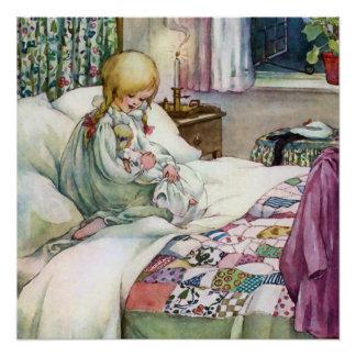 Niño lindo con su muñeca en la hora de acostarse perfect poster