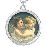 Niño lindo de la joyería pendiente de los ángeles