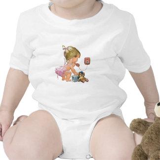 Niño lindo del vintage en el teléfono (adaptable) traje de bebé