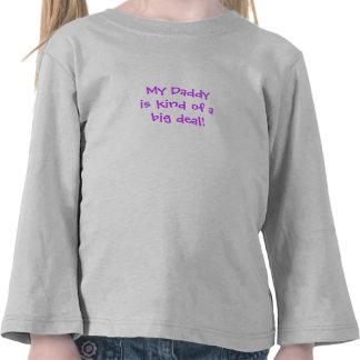 Niño:  Mi papá es un poco una gran cosa Camiseta
