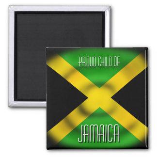 Niño orgulloso del imán de Jamaica