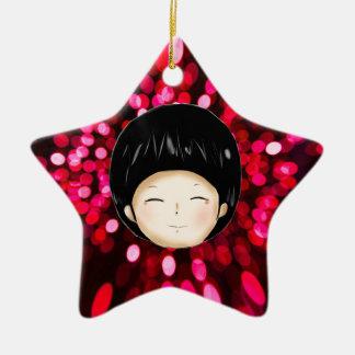 Niño pequeño con el fondo del espacio ornamento de navidad