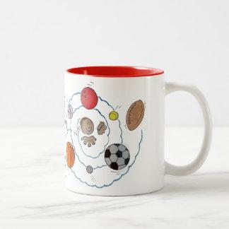 Niño pequeño del dibujo animado que soña con las b tazas de café