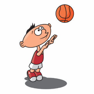 niño pequeño lindo que tira un baloncesto esculturas fotograficas