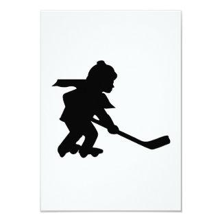 Niño que juega a hockey del rodillo comunicado personalizado