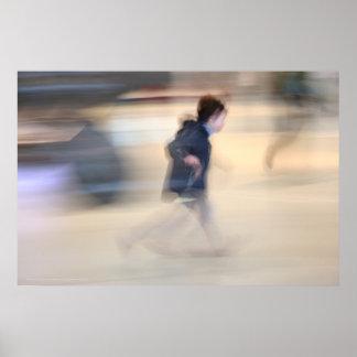 Niño que se escapa del poster de Beaubourg de la