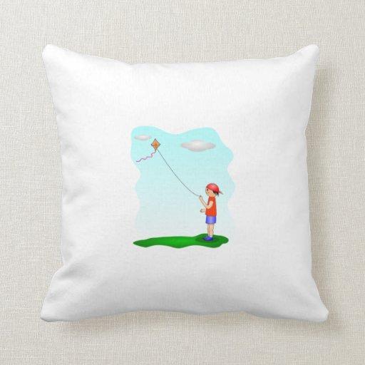 Niño que vuela una cometa almohadas